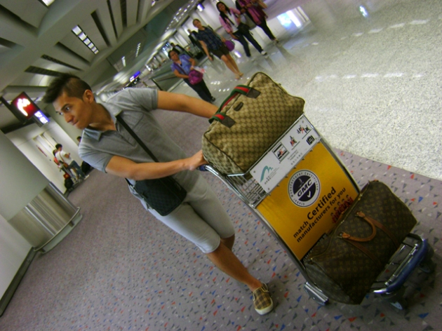 Louis Vuitton Keepall 50 in Hong Kong International Airport - May 2011