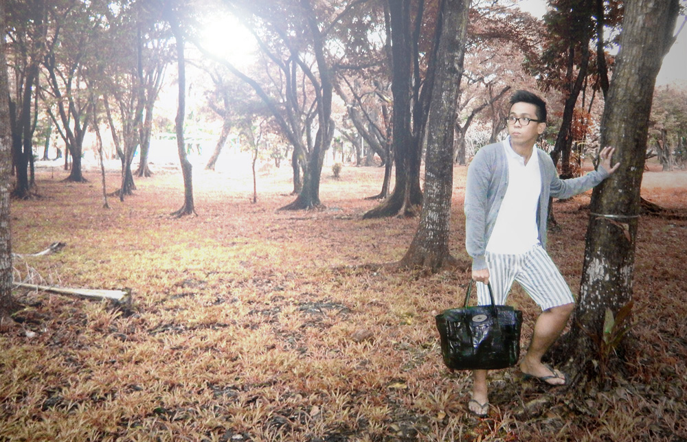 MULBERRY BAG PHILIPPINES - Move over Lindsey. Too bad I did not have furry, giant monsters around me. Mulberry Bayswater in Congo leather - UP Diliman Philippines