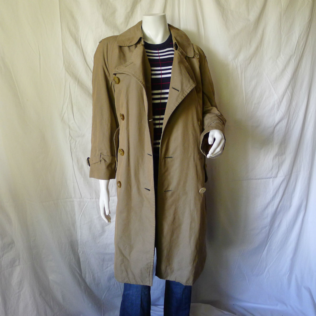 9fa1b5f8ca5c Burberry trench coat  men vs. women - BRYOLOGUE
