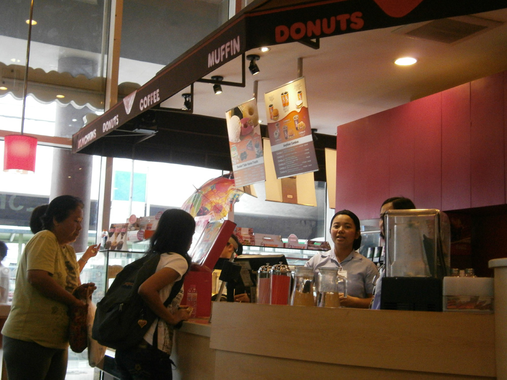 The very friendly staff - Dunkin' Donuts Farmers Plaza