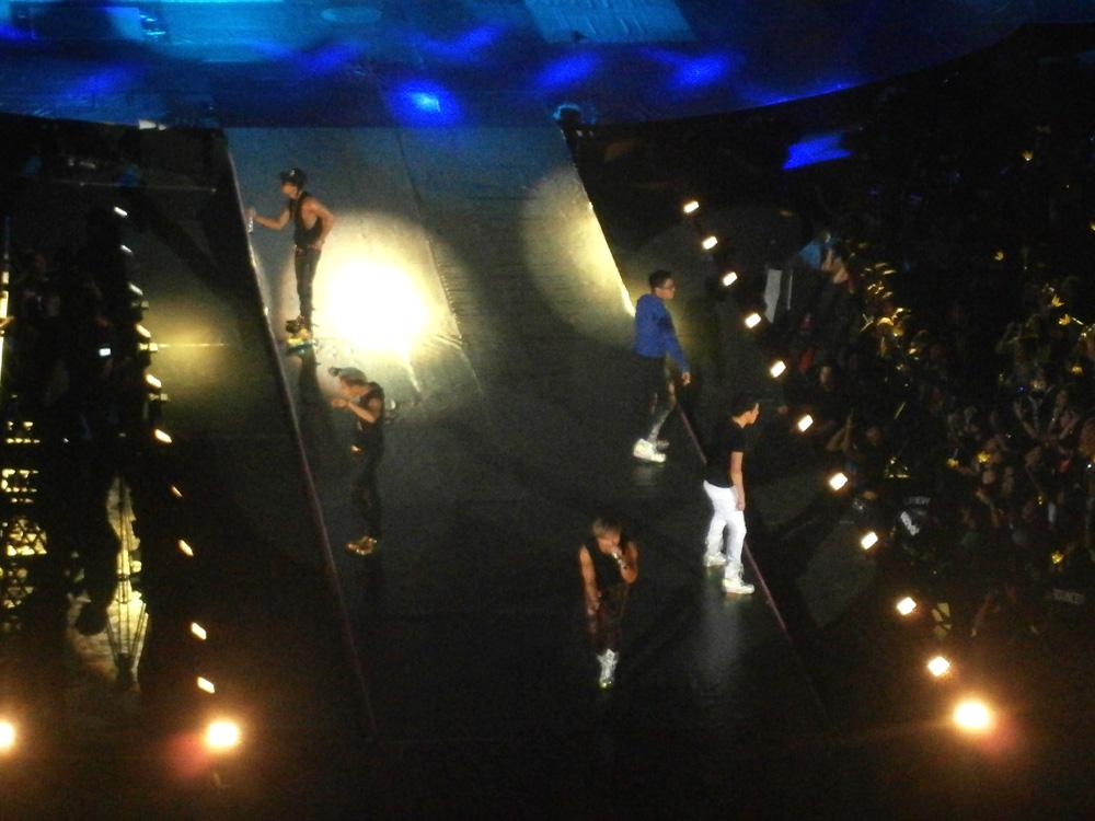 Big Bang on stage - Big Bang Alive Tour 2012 in Manila