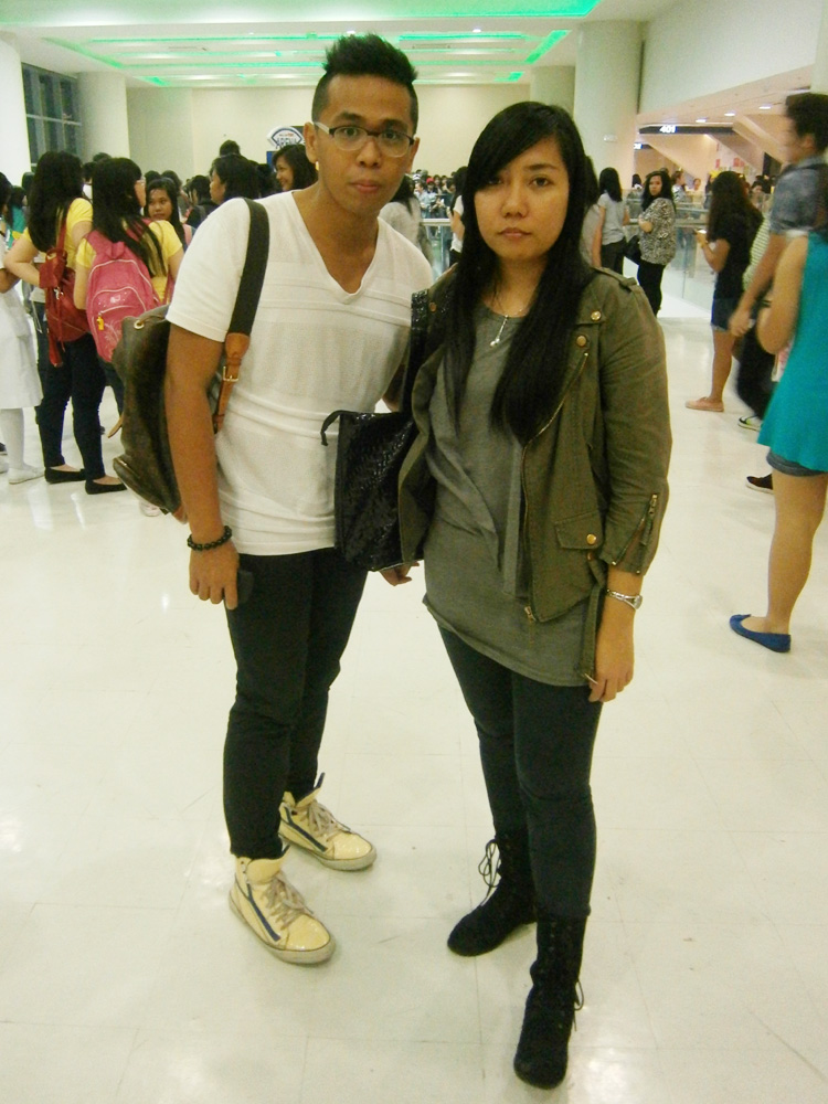 With Faye after the concert --- while looking at the interestingly-dressed members of the crowd =D