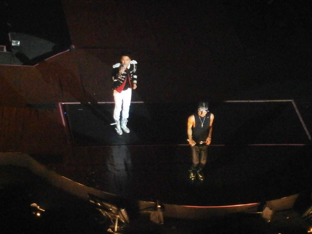 Seungri and Tae Yang directly in front of the stage - Big Bang Alive Tour 2012 in Manila