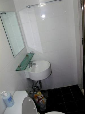 Twin Room Guesthouse in Korea - bathroom, Jongno, Seoul, South Korea