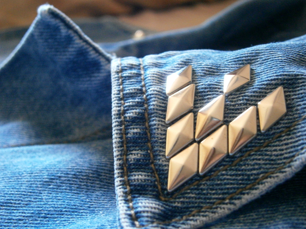 DIY Studded denim vest - collar