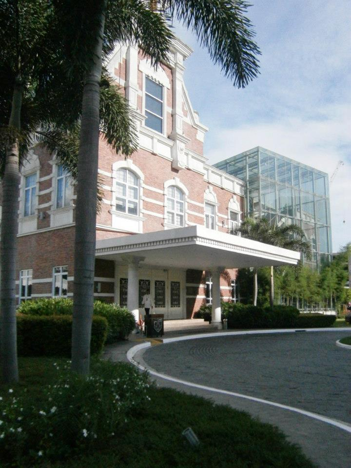 Enderun in McKinley Hill