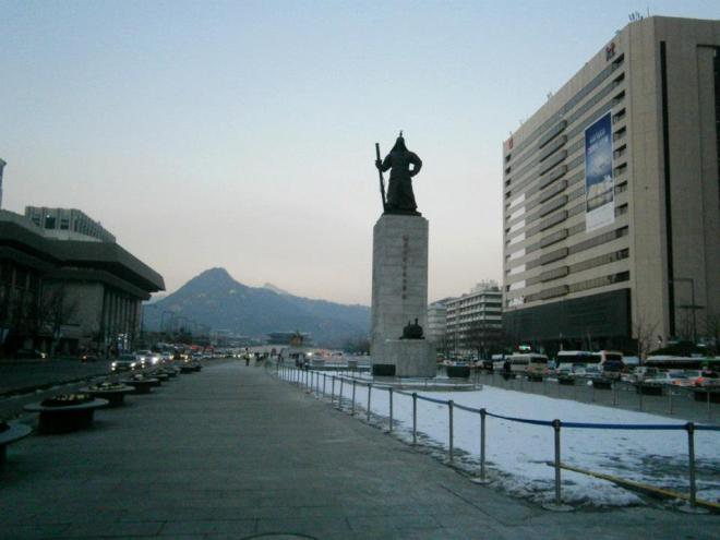 Admiral Yi Sun Shin, King Sejong and Gyeongbokgung - December 2012