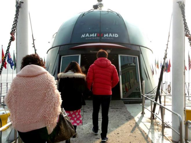 Boarding the ferry to Nami Island --- Winter in Seoul December 2012 - Day 3: Nami Island