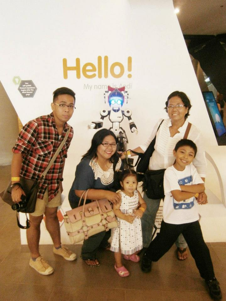 Family picture with the robot Aedi by the lobby