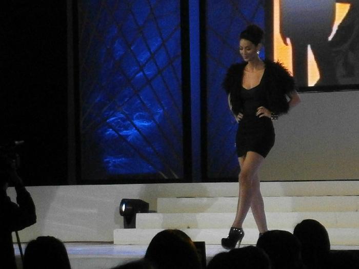 Joey Mead schooling everybody over her runway skills