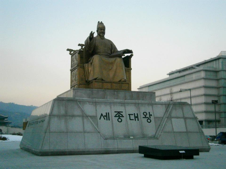King Sejong unfazed from the winter breeze in Gwanghwamun Plaza