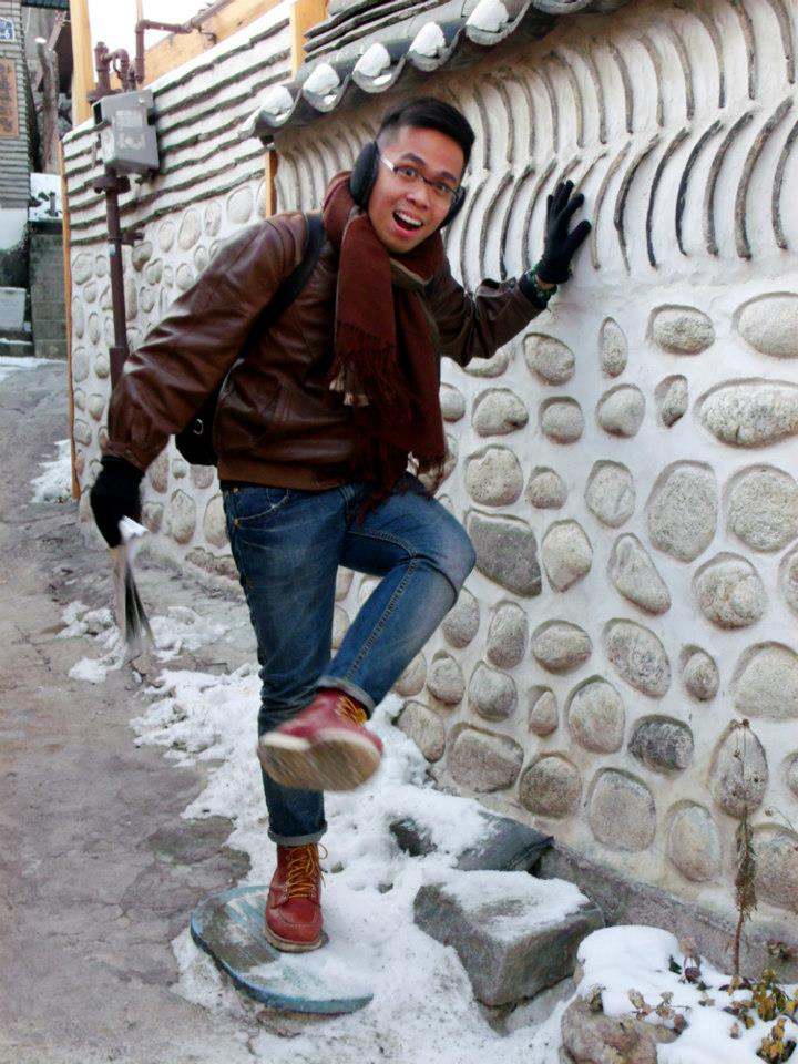 Like a kid playing with the snow - Bukchon Hanok Village