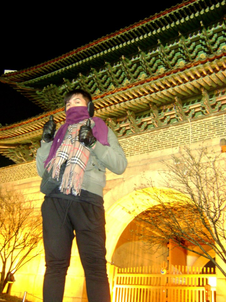Mon in front of Dongdaemun