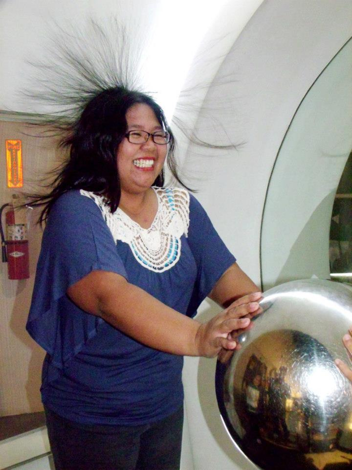 My sister trying out the Van de Graaff generator - The Mind Museum at Taguig