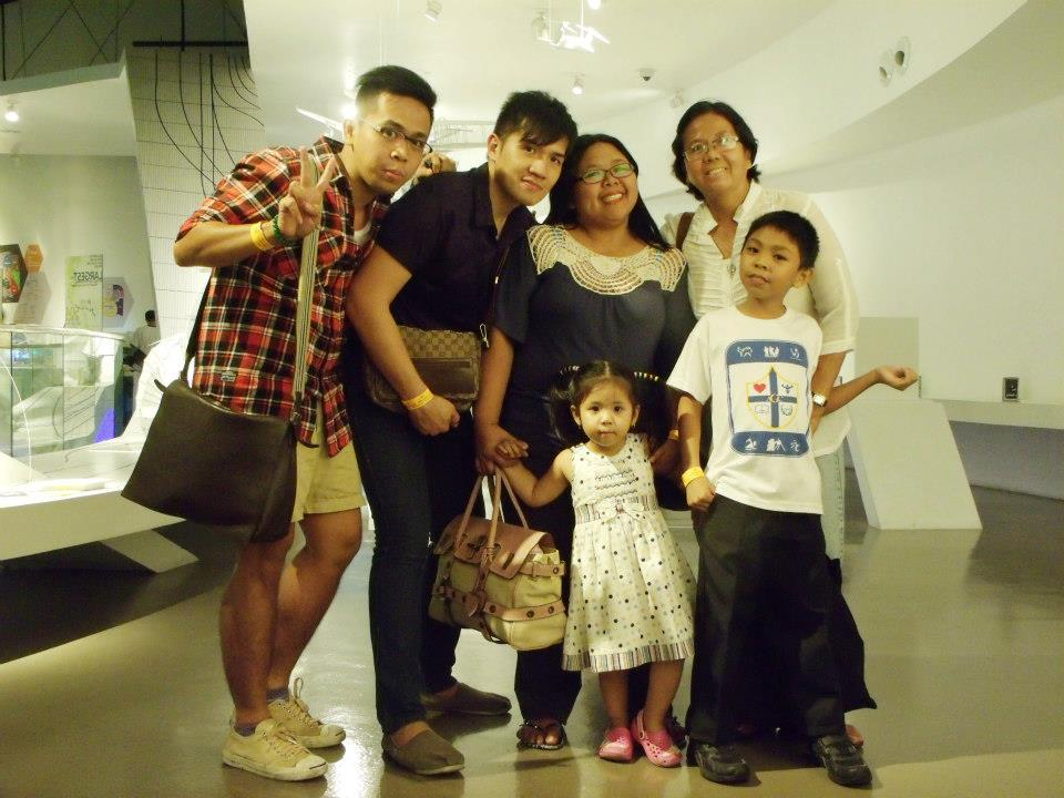 Our only complete group shot - thanks to the 10-second timer  - The Mind Museum at Taguig