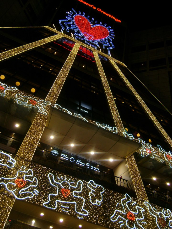 That giant heart in Doota Mall - Christmas lights Seoul 2012