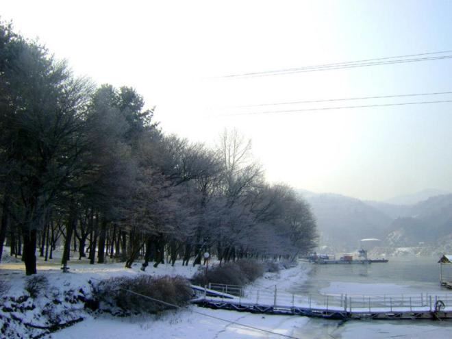 View of this winter wonderland from the ferry --- Winter in Seoul December 2012 - Day 3: Nami Island