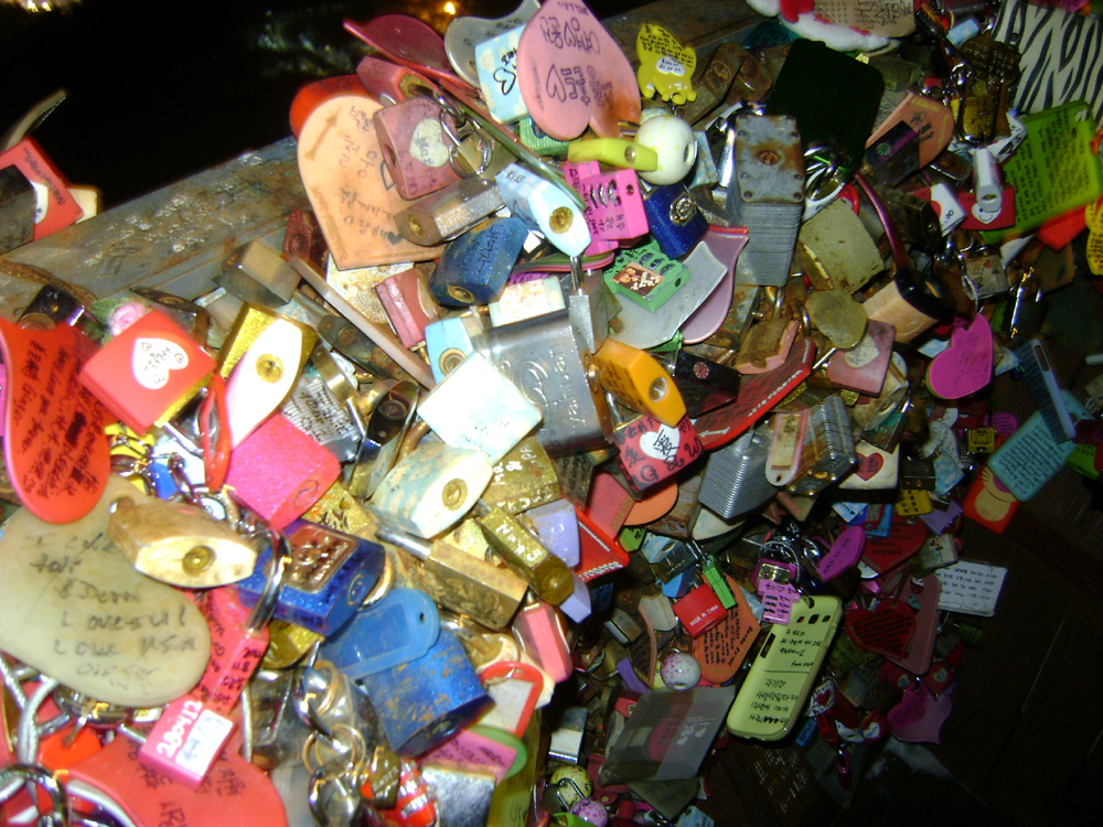 We did not find our locks T__________T - N Seoul Tower