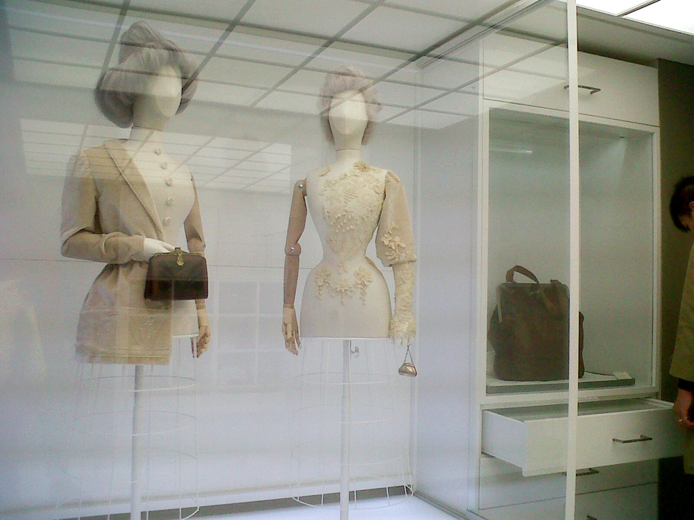 Excellent installation with avant garde mannequins - Simone Handbag Museum, Gangnam-gu, Seoul, South Korea