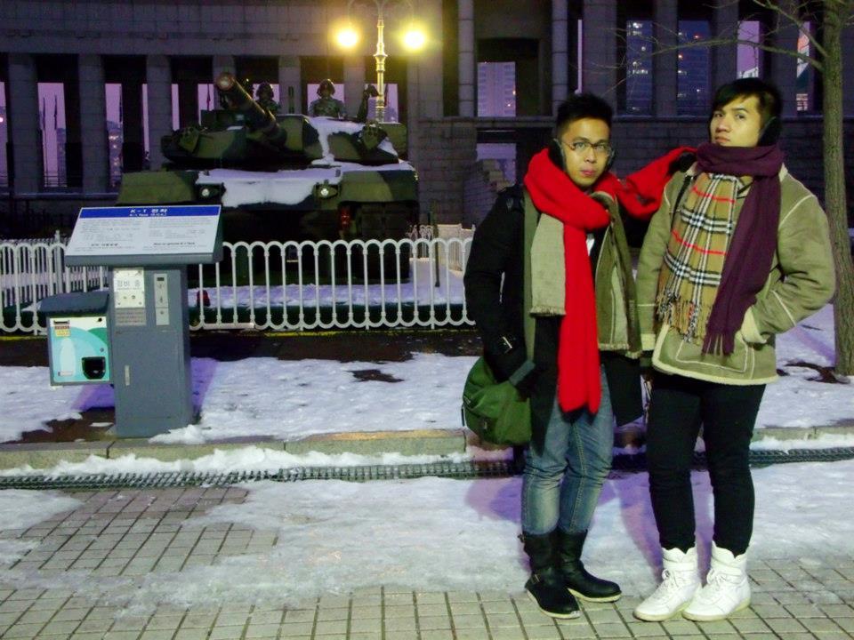 Excellent lighting in front of this tank - War Memorial of Korea