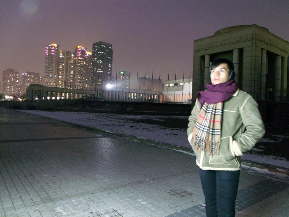 In front of the vendo machine with the city lights in the background - War Memorial of Korea