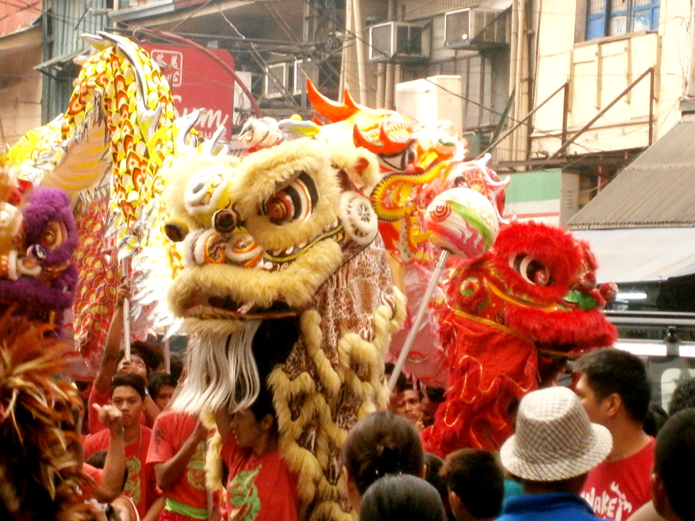 Lion dance in the streets of Binondo - Chinese New Year 2013
