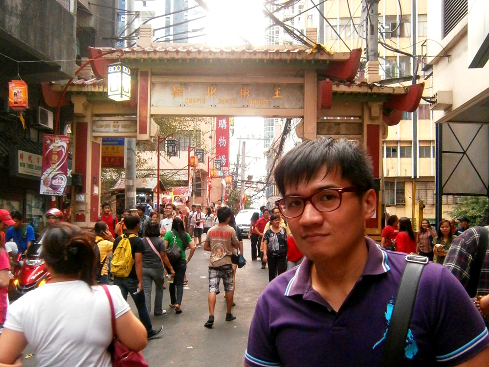 Mon in front of the Ongpin North Bridge - Binondo, Chinese New Year 2013