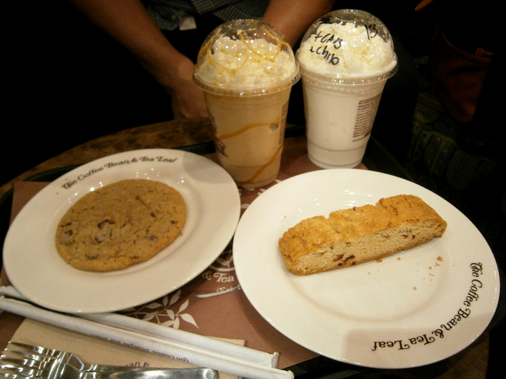 Quick drink and a quick snack - Coffee Bean and Tea Leaf, Greenbelt 3
