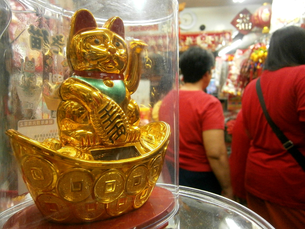 Solar-powered maneki neko  -  Binondo, Chinese New Year 2013