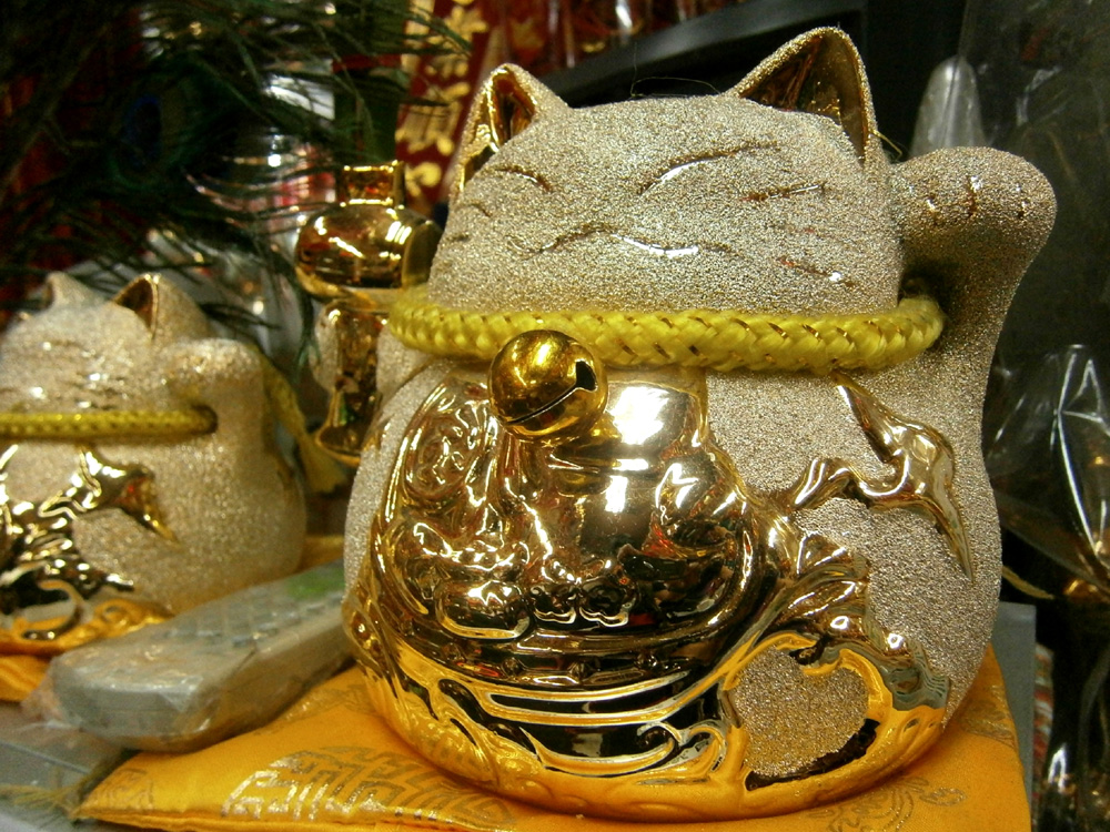 This is an adorable maneki neko  -  Binondo, Chinese New Year 2013