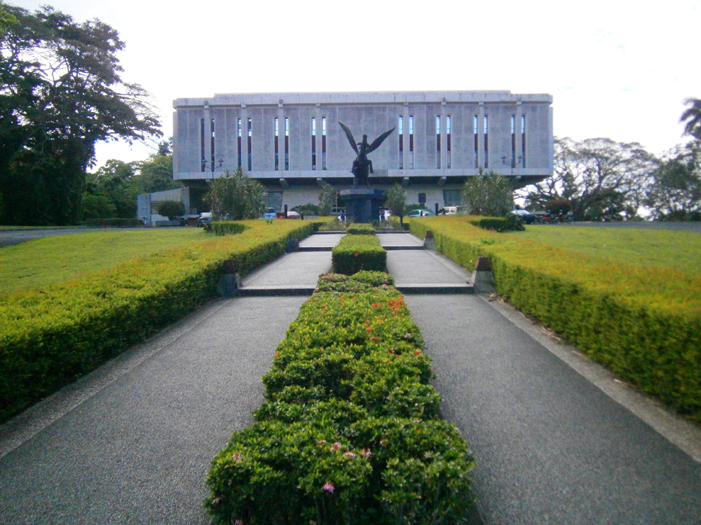 On our way to the UPLB Main Library to see the Pegaraw