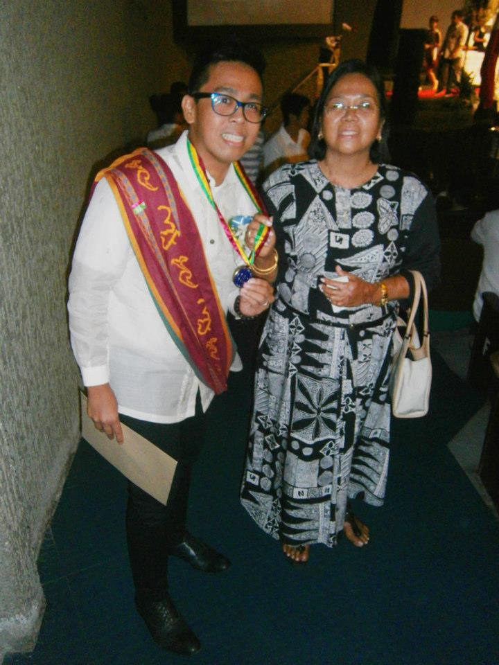 Mama and me, with the token (medal) gievn to the graduates of master's degree - CSSP@30 Recognition Rites