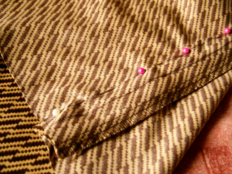 Holding the fabric with pins before sewing