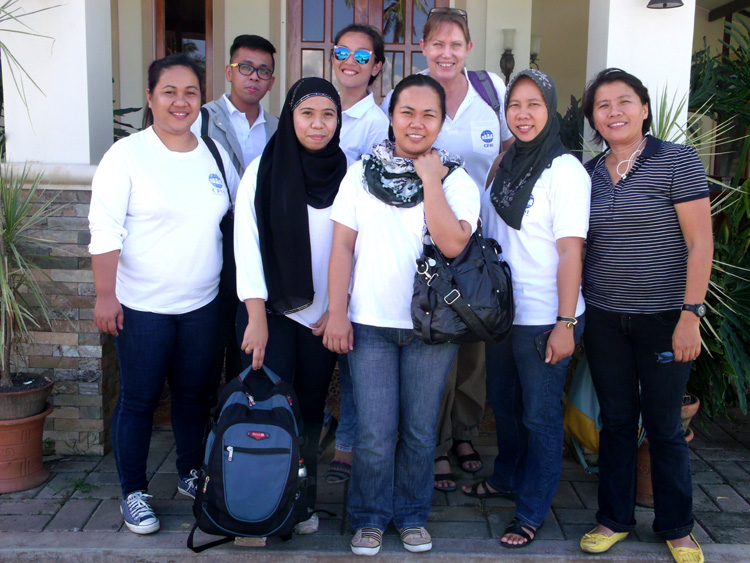 A quick picture outside Cafe Noventa before heading to New Bataan