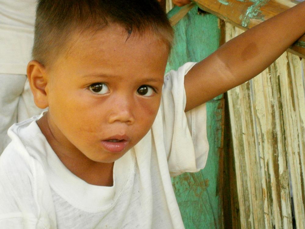Curious kid in Kolambugan