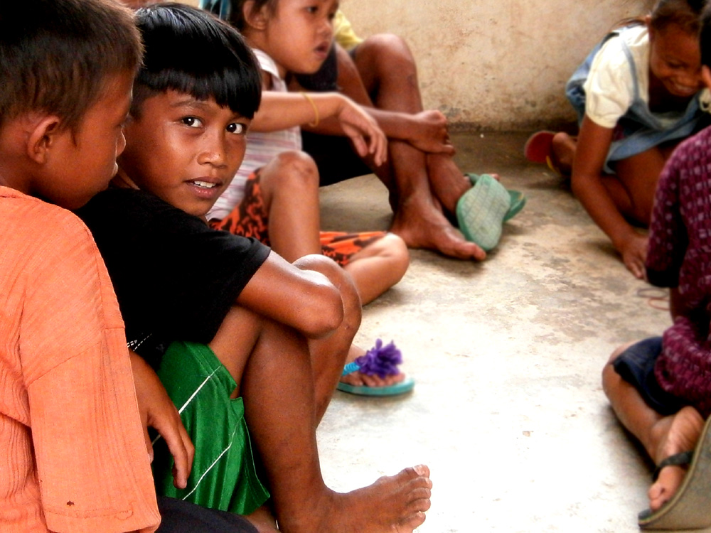 Kids playing 'dampa'