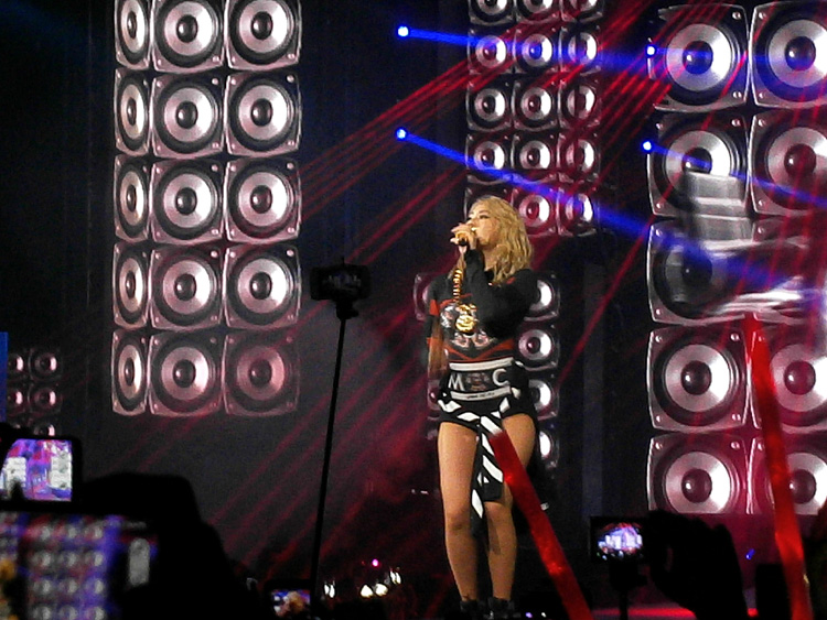 CL during her solo