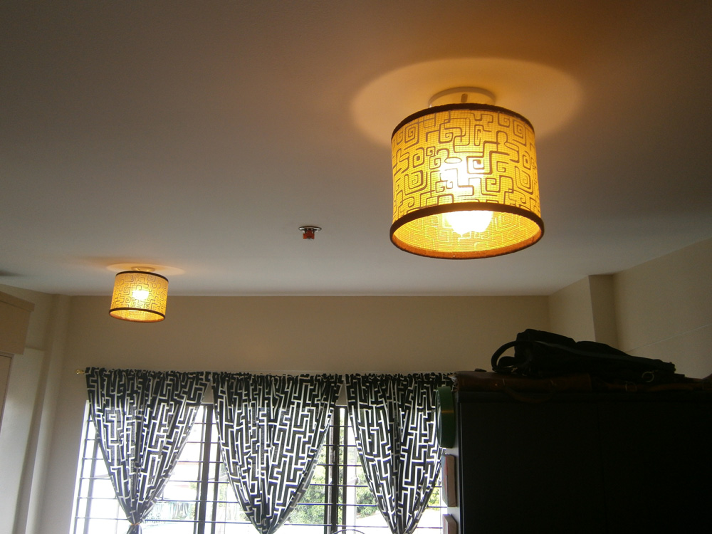 Drum-shaped lampshades looking in synch with the curtains
