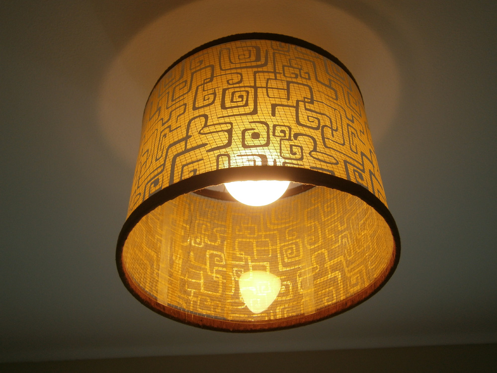 Finished drum-shaped lamp