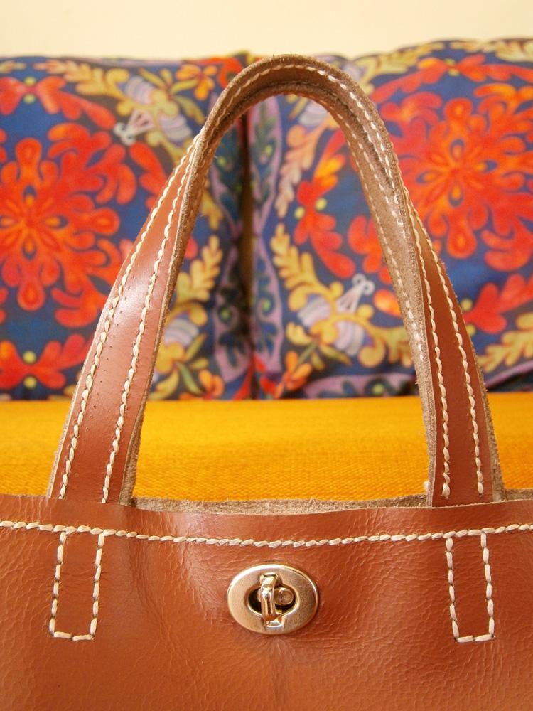 turnlock-closure-and-handles-saddle-stitch-bag